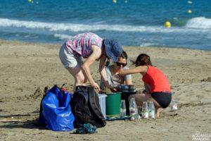 aquarela-imagens-microplastics-on-beach