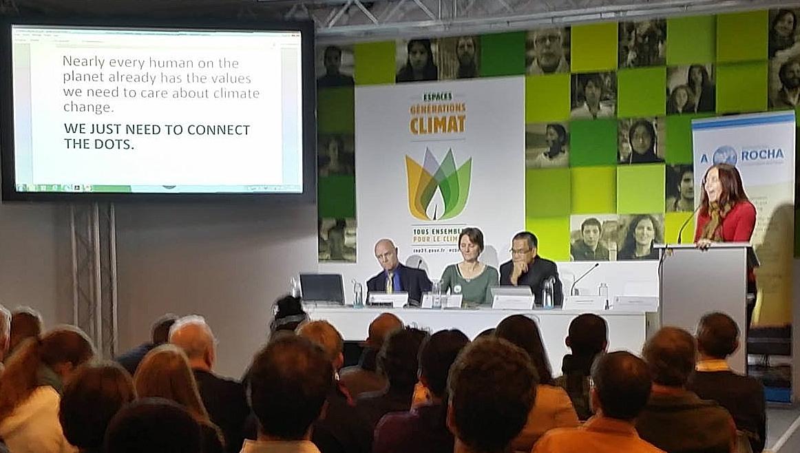 «Utilicemos el amor para considerar cómo nuestros actos afectan a otras personas», dice Katharine Hayhoe, a quien vemos aquí en la Conferencia COP 21.