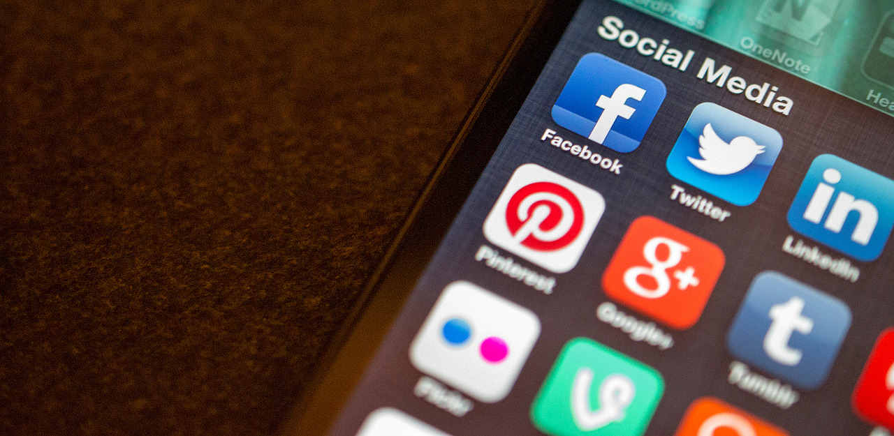 Social media (carousel)